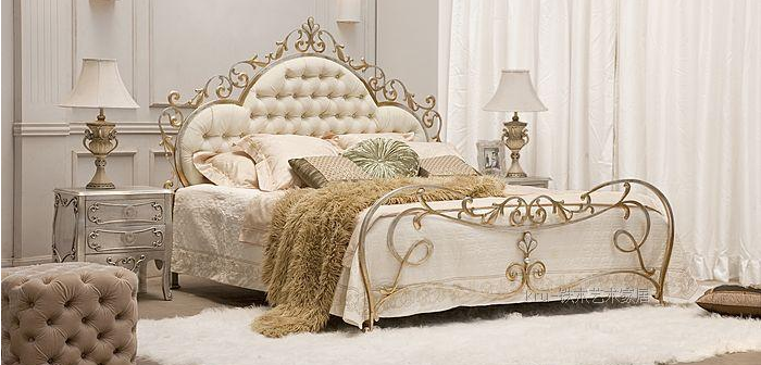 Matrimonio Bed : The marriage bed in other room honourable and